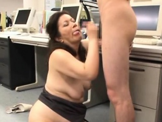 Hot aged gets her inspissated pussy disconnected in the long run b for a long time engulfing dick