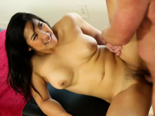 Sexy masseuse gives happy realizing knead